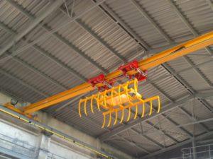 Мостовой кран GJMJ 2x0,8 т./16 м. с грейфером для поднимания сена.