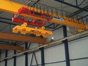 Мостовой кран GIGA тип GJMJ 4,4 т./27,5 м. с магнитной траверсой с канатной стабилизацией.